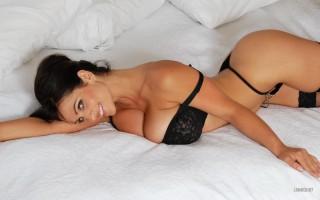 Denise Milani 1920x1200 008