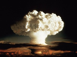The Difference Between A Hydrogen And Atomic Bomb featured